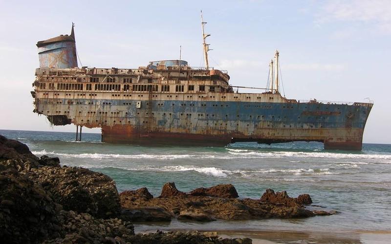0 182c14 3caedeee orig - На мели: фото брошенных кораблей