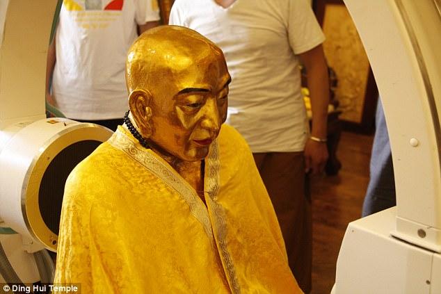 У тысячелетней мумии буддийского монаха мозг и скелет сохранились в идеальном состоянии