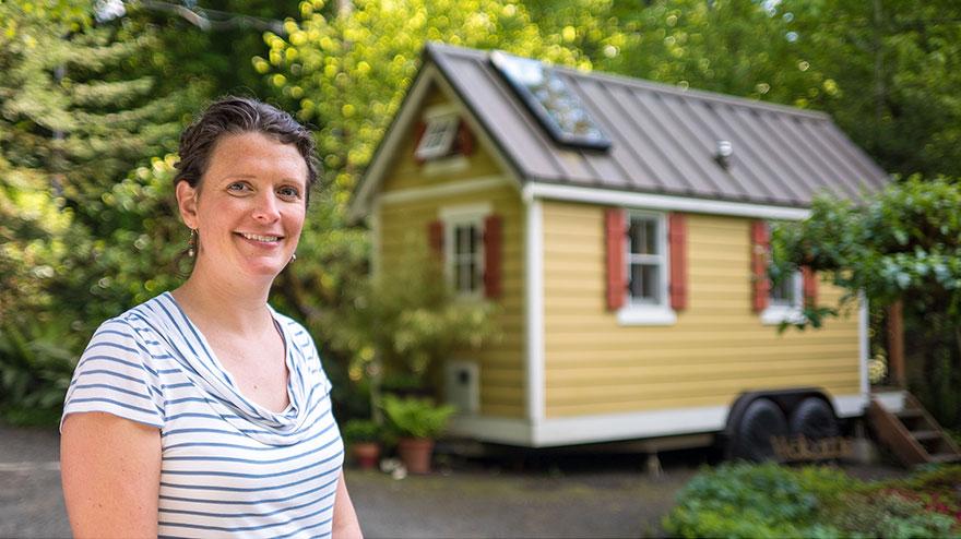 12. Бриттани построила свой маленький домик (12 квадратных метров) в штате Вашингтон после того, как
