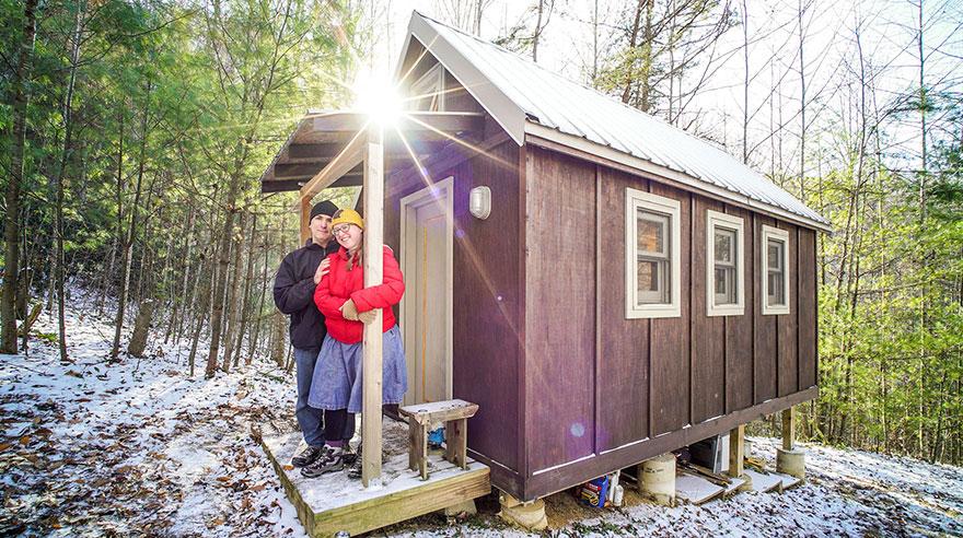 24. Площадь домика Лоры и Мэтта — 11 квадратных метров, он располагается на горе в штате Северная Ка