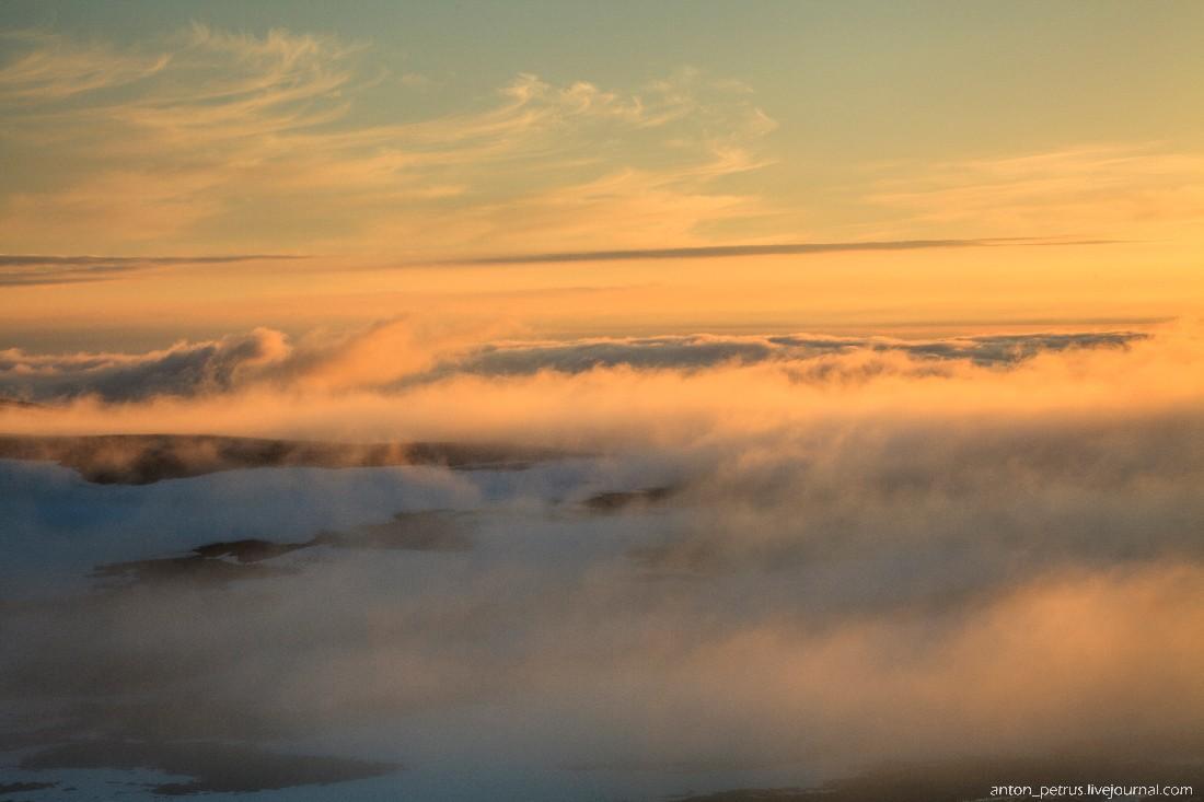 15. Давно я не видел такого света… Туман превратился в нечто осязаемое, он тек подобно воде&#8