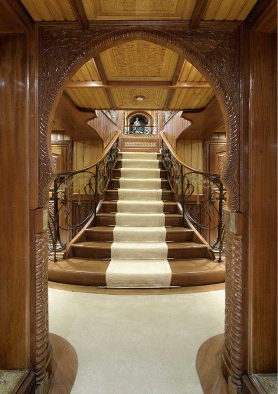 3. В третий раз судно подверглось коренной реконструкции в 2007 году, когда купившая его La Sultana