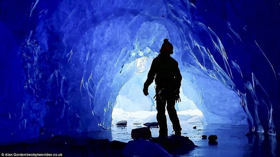 11. В этой горной местности каждый год выпадает по 1000 см снега, а еще здесь находится более 40 акт