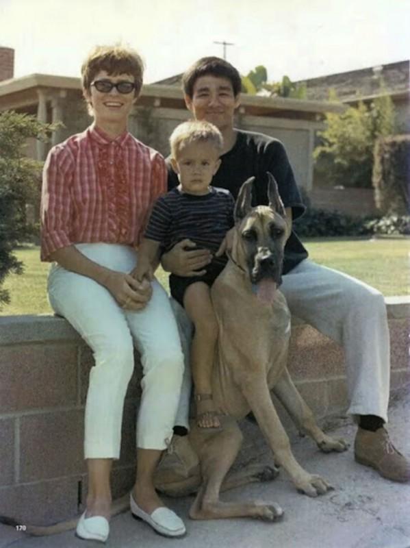 Со своей будущей женой Линдой Эвери актер познакомился в Вашингтонском университете, когда той было