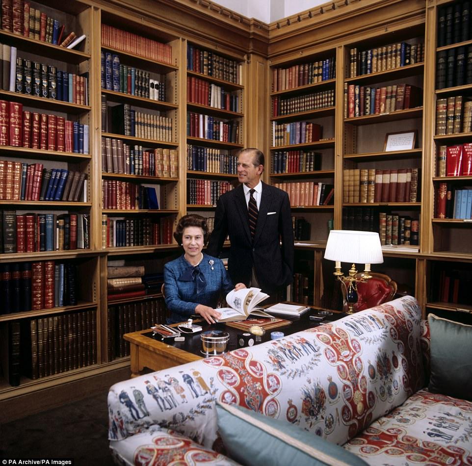 Вот как эта же библиотека выглядела 40 лет назад, в 1977 году.   Сравнив эти две фотографии, мо