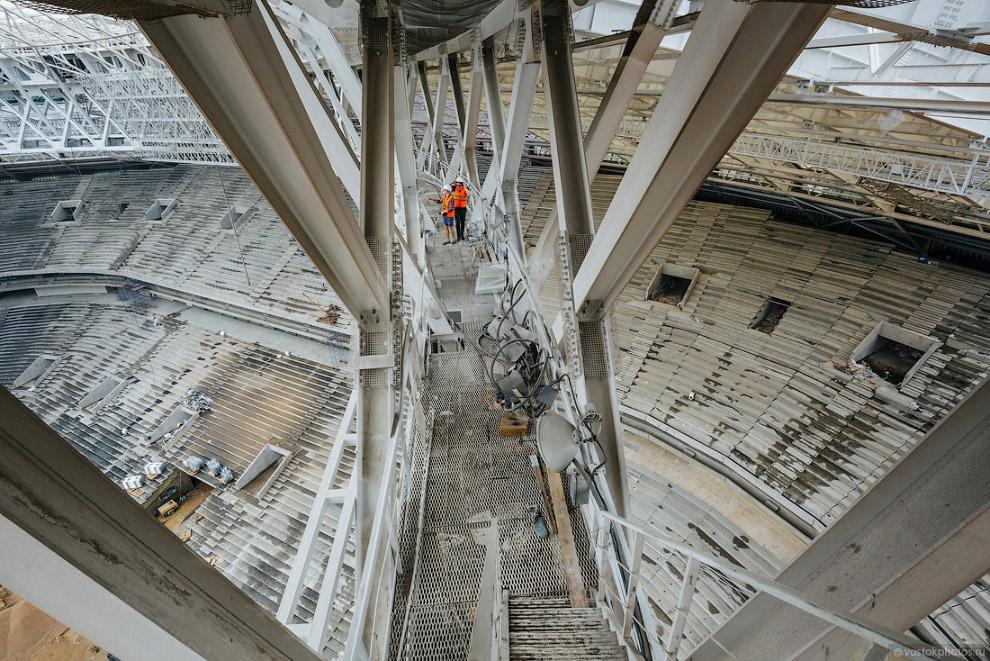 10. Сентябрь 2017. Система каскадных лестниц, которые, как сетка, расположены по внутреннему перимет