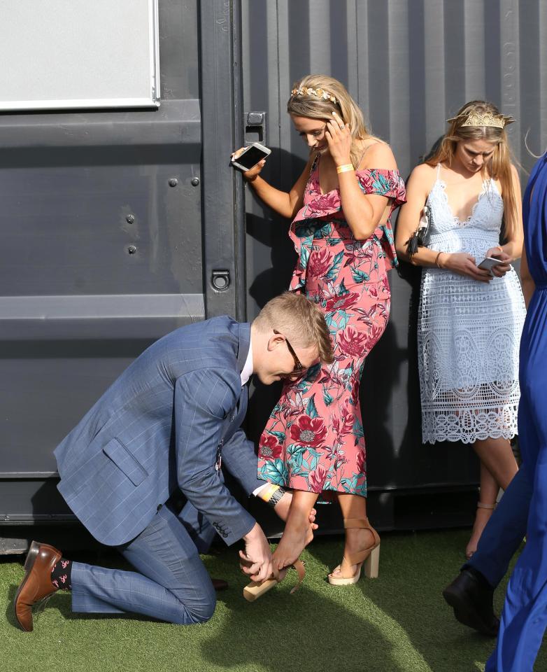 Тети-лошади: австралийки гульнули по полной на турнире по скачкам