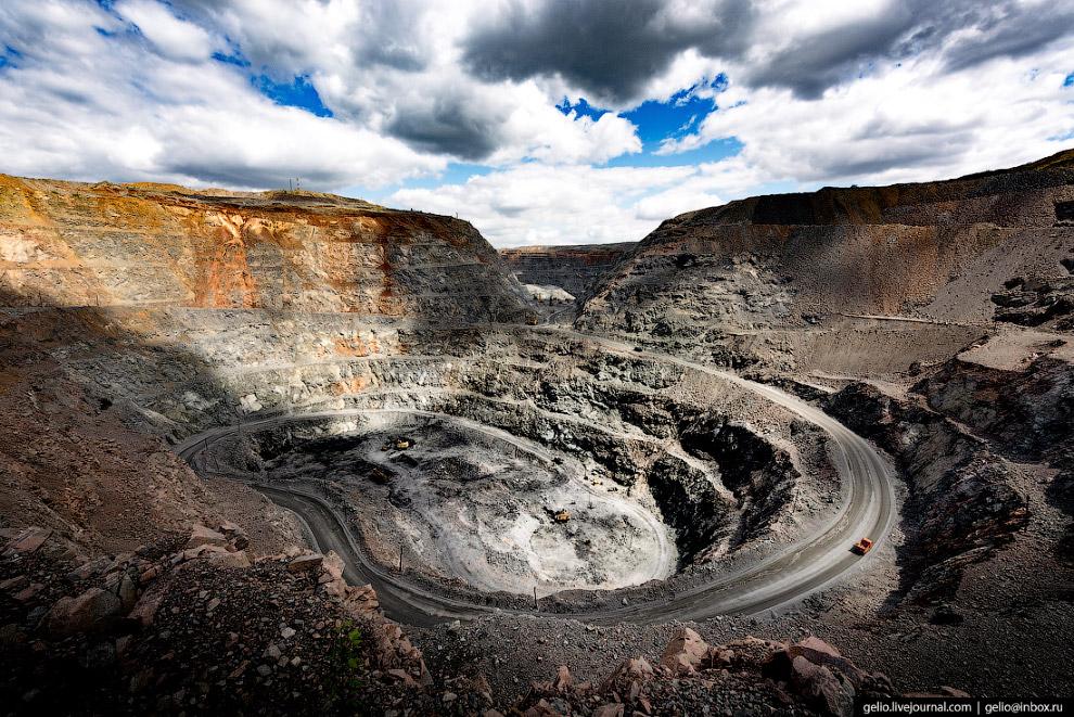 4. В карьере Малый Куйбас до 2023 года планируется добывать до 2,4 млн. железной руды в год. Глубина