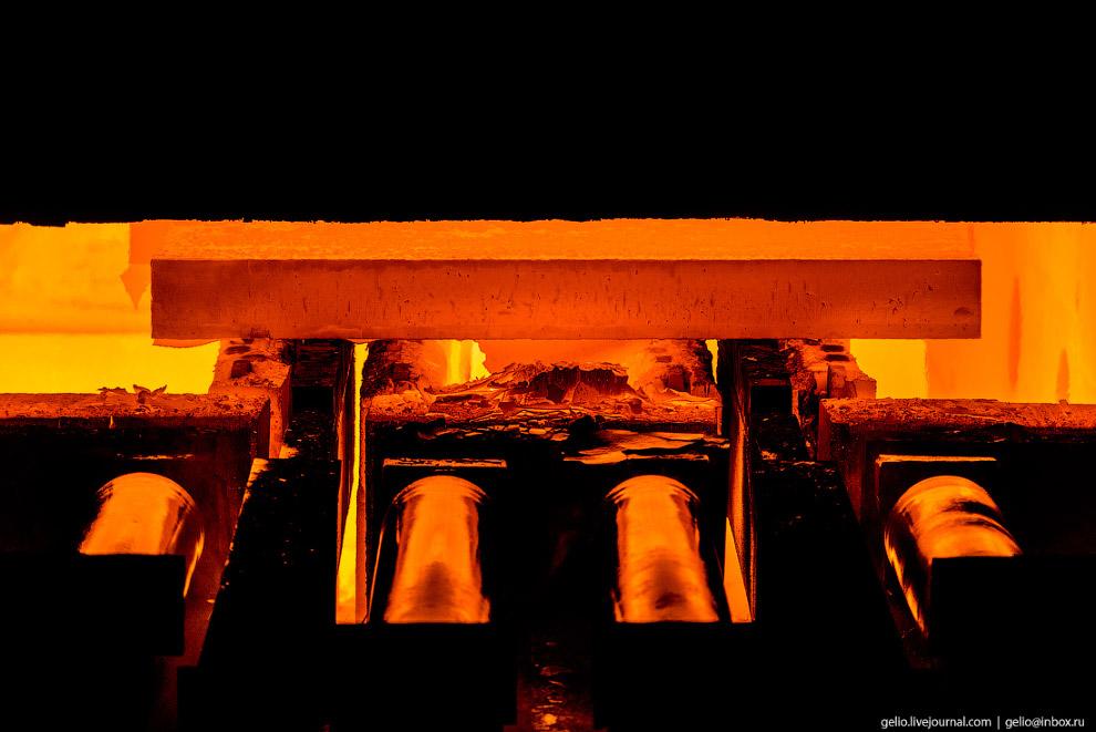 47. Из кислородно-конвертерного цеха слябы отправляются в прокатные цеха для дальнейшего передела.