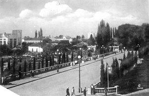 Сталинский проспект у Октябрьского сквера