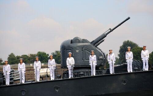 Военно-морской парад на Неве