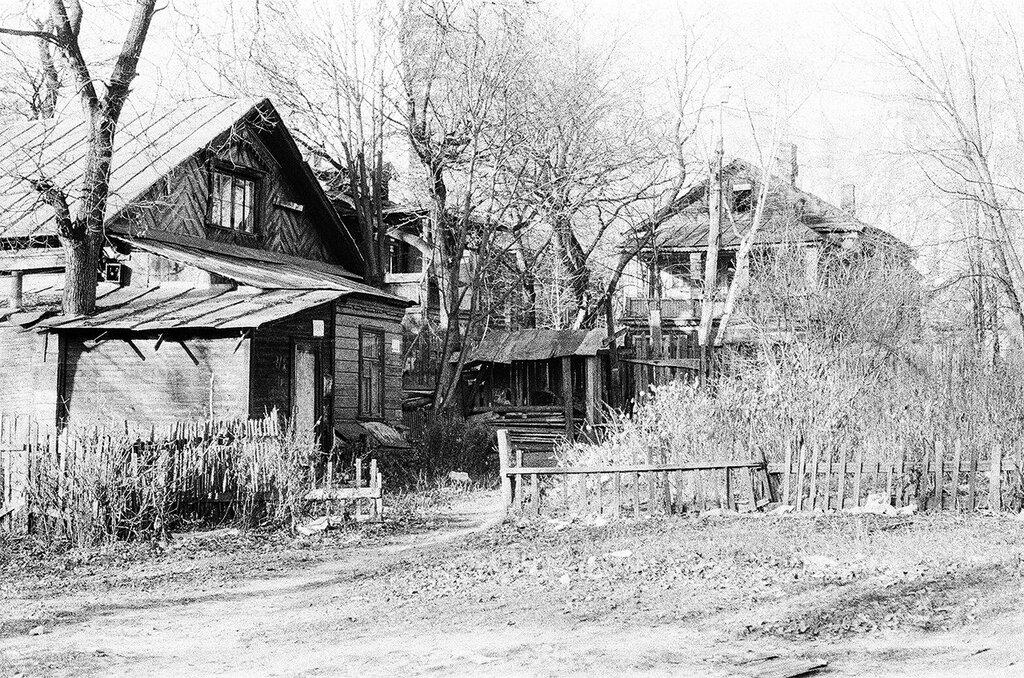 41561 Деревянные дома в квартале к югу от Воскресенского храма в Сокольниках Юрий Лукашевич 1980.jpg