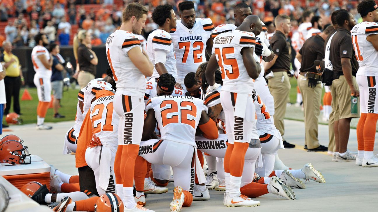 11 Browns Players Take Knee In Circle During National Anthem