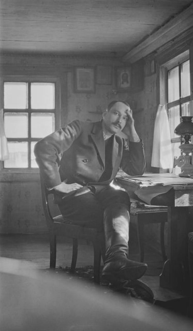 Нарым. Бывший главный редактор журнала Сантери Джакобссон в своей комнате