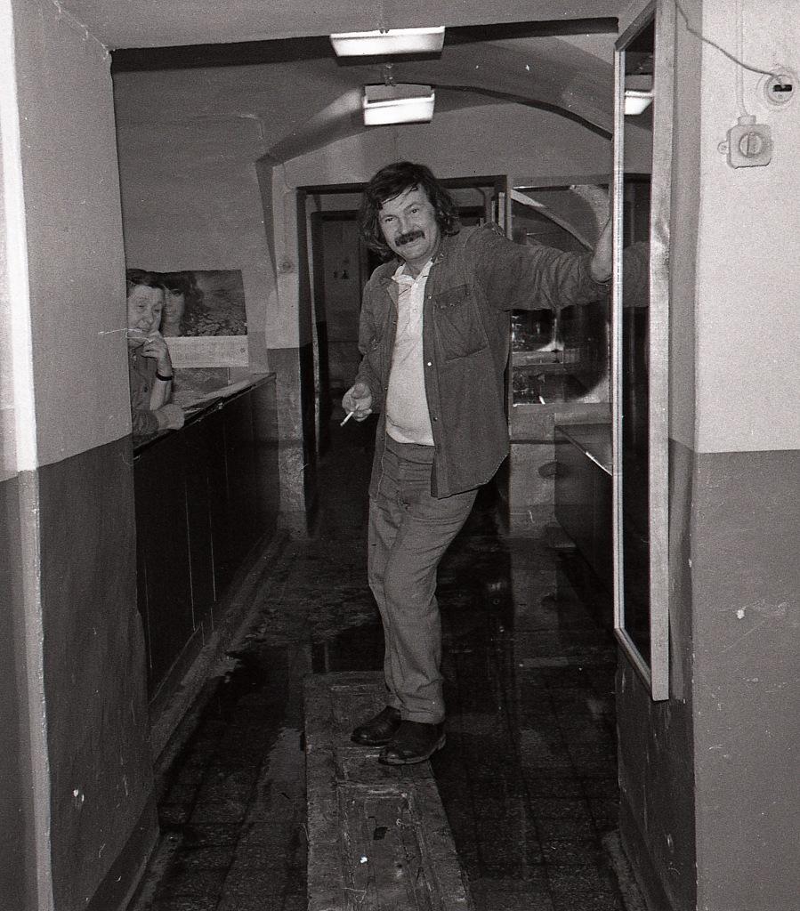 Коридор в гардероб и сортир Дома Писателей на Шпалерной