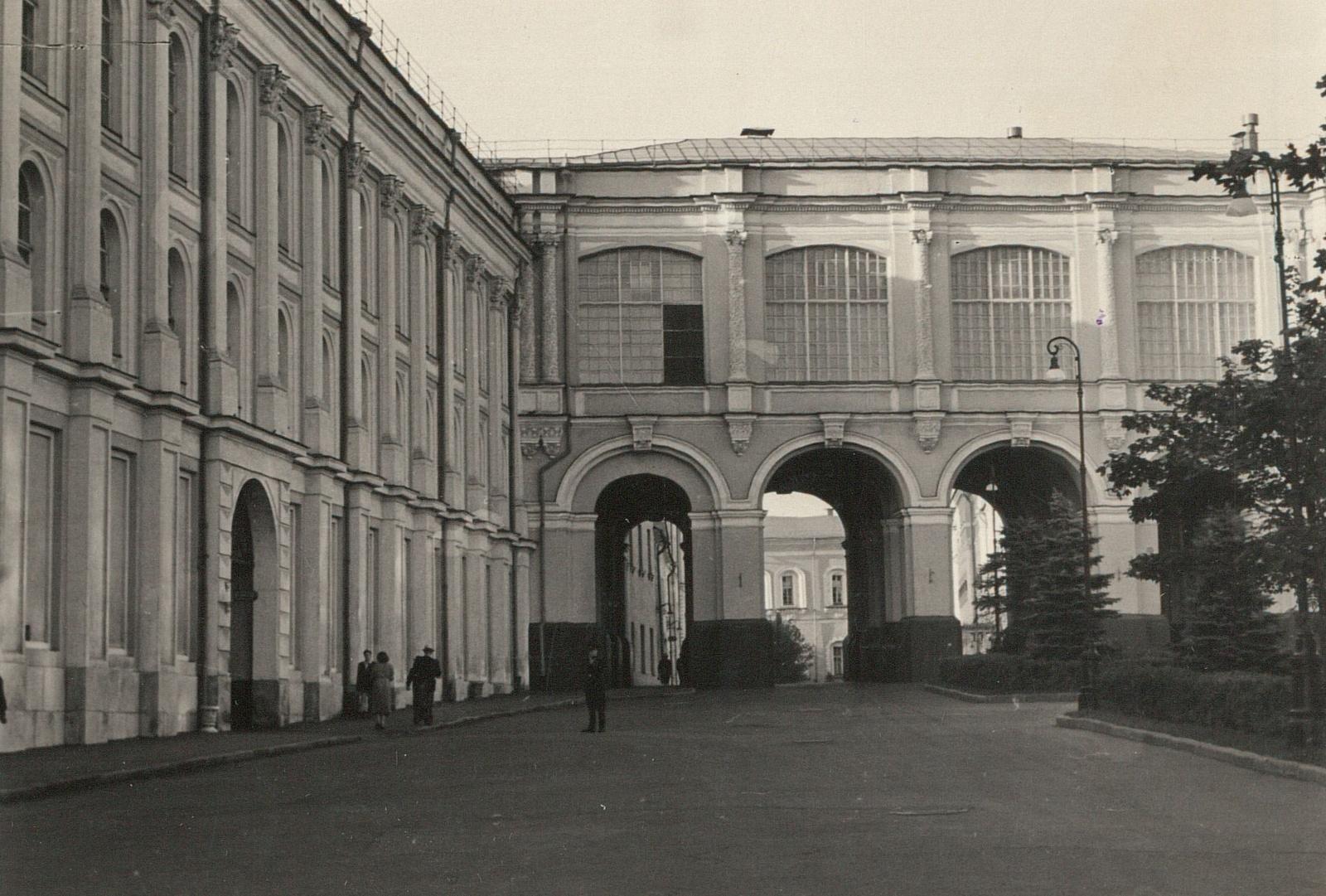Кремль. Здание Оружейной палаты