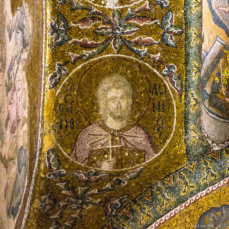 Портреты святых в медальонах в экзонартексе. Мозаики и фрески монастыря Хора.