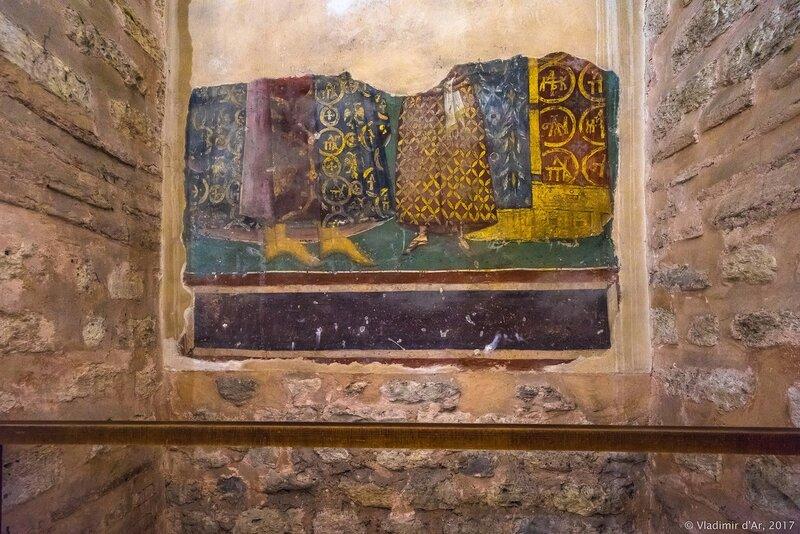 Могила F. Мозаики и фрески Хоры. Церковь Христа Спасителя в Полях.