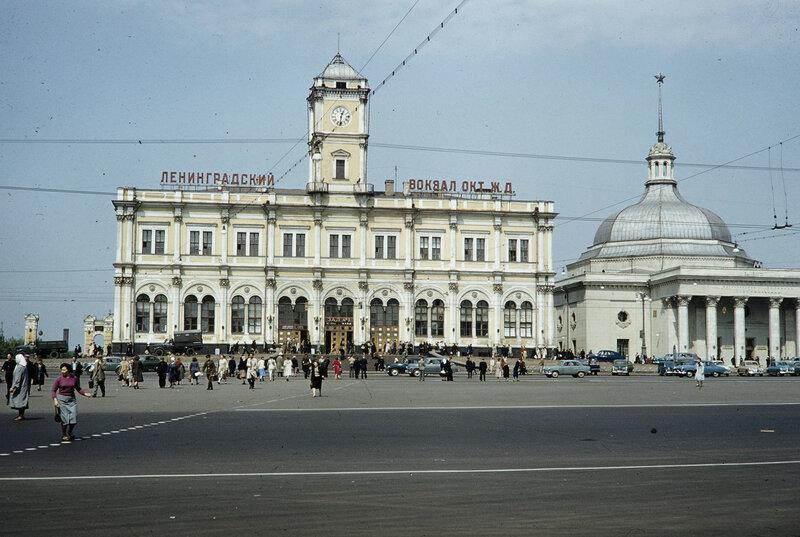 1959 Ленинградский вокзал в Москве. Harrison Forman.jpg
