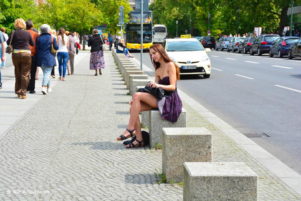 Голая Chelsy на городских улицах