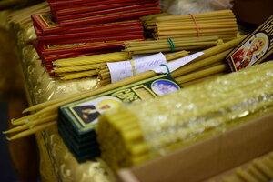 Чем отличаются свечи, освященные в праздник Сретения Господня, от прочих свечей? Фото: pravosakh.ru