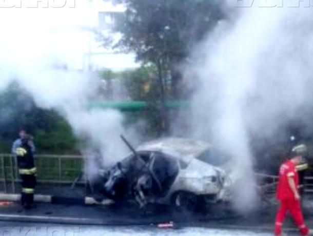 ВСочи иностранная машина влетела вограждение изагорелась, пострадали 6 человек