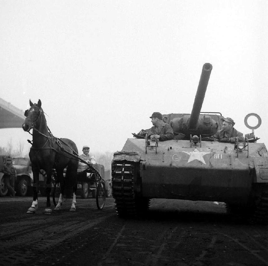 Horse race on the Hippodrome d'Enghien-Soisy in 1945 - David E. Scherman - LIFE