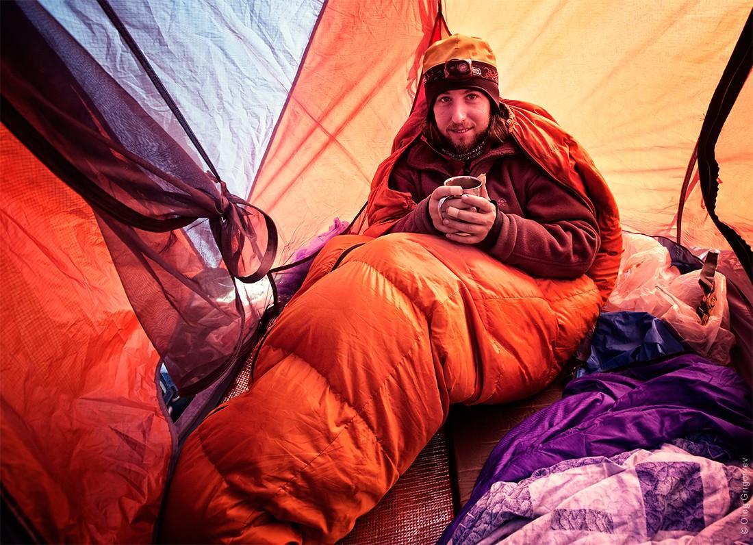 10. Невероятно приятно, когда ранним утром, на высоте 4500 м и при температуре -7 за бортом палатки,