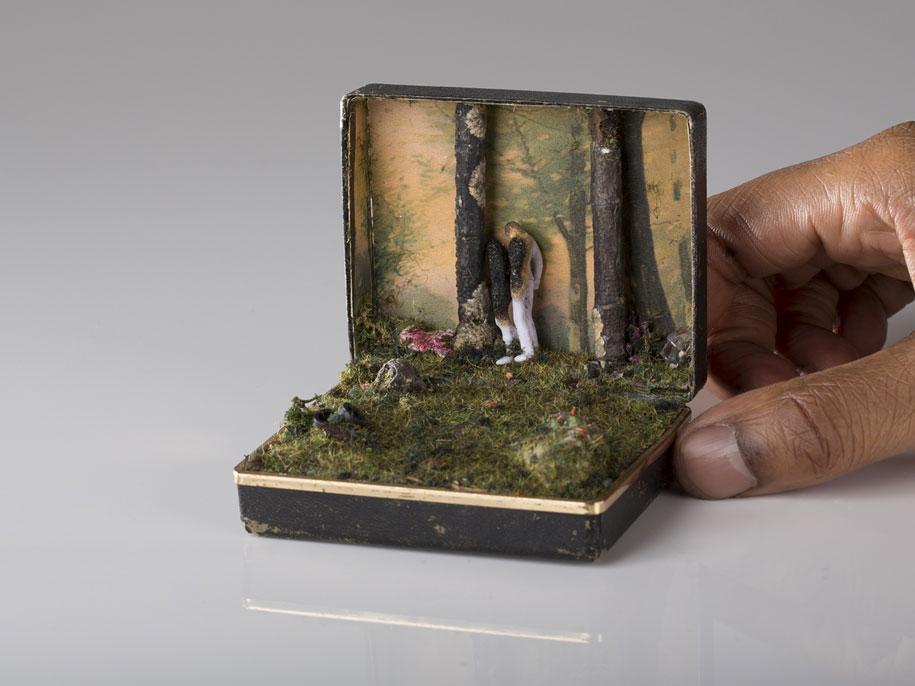 Сцены жизни внутри ювелирной коробки