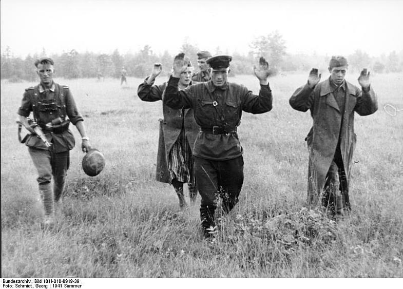 Немецкий лейтенант Эверт Готтфрид отмечал, что они, конечно, старались быть чистыми, но в окопной жи