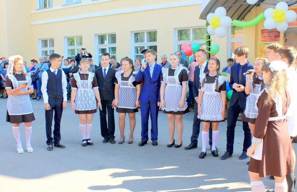 1 сентября. Средняя школа №4. г. Ярцево.