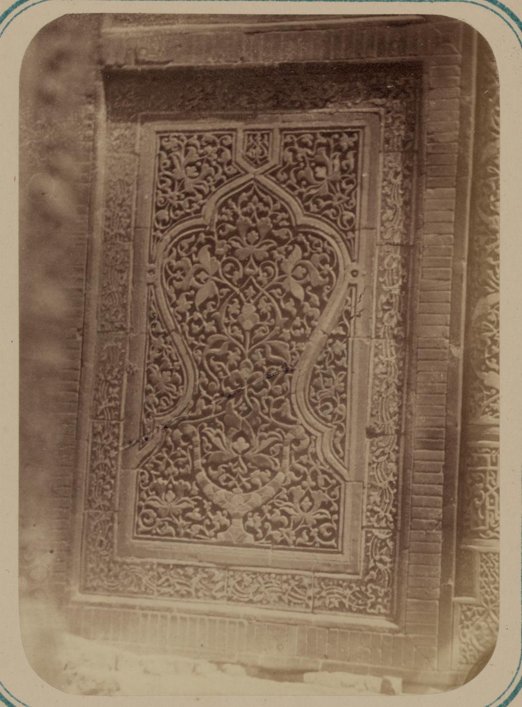 Мавзолей эмира Кутулука Турди Бек-Ака. Деталь панели ниши во внешней арке (внизу)