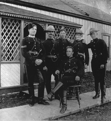North_West_Mounted_Police_1900.jpg