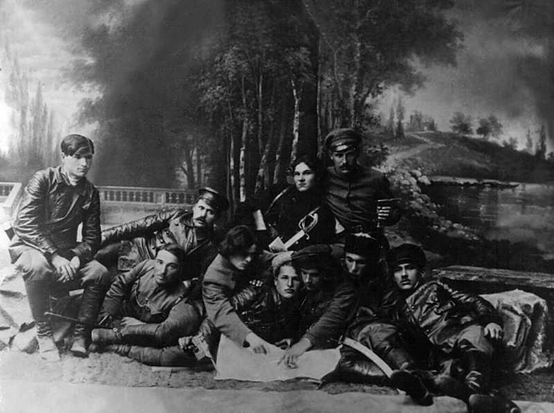 1919-03group.jpg