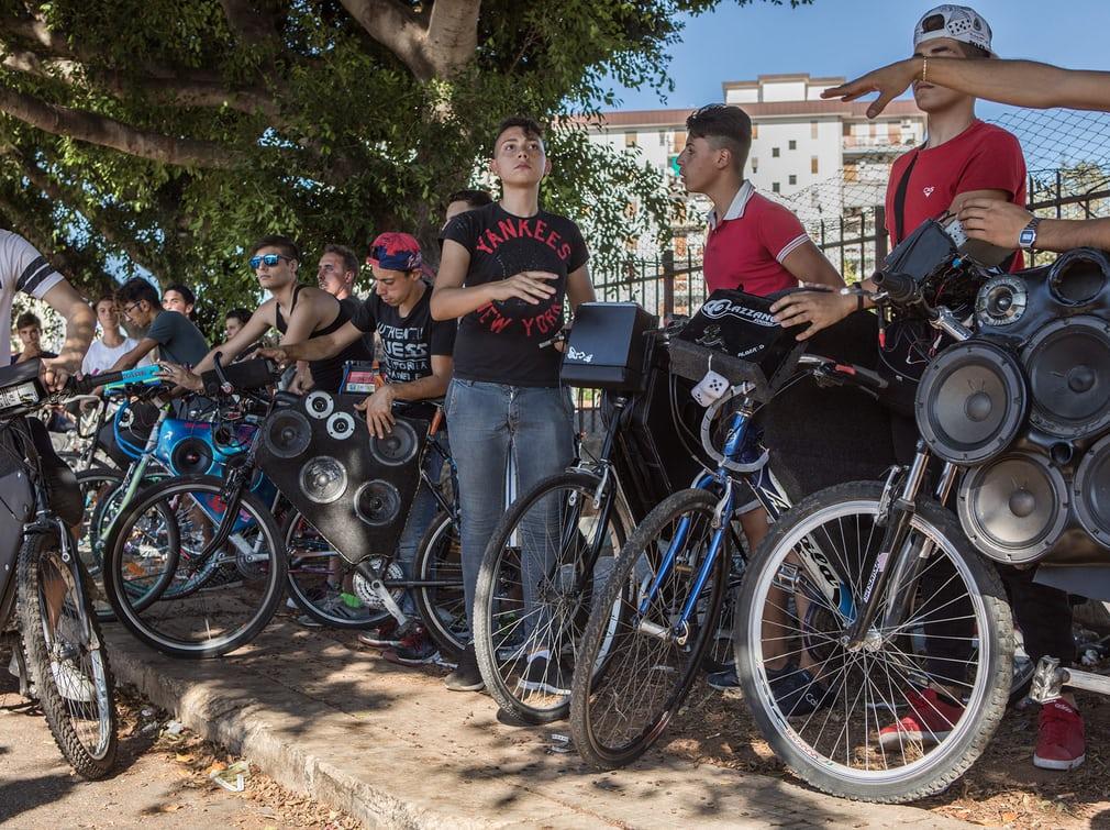 Тюнингованные велосипеды подростков из Палермо