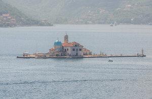 Остров Богородицы на Рифе