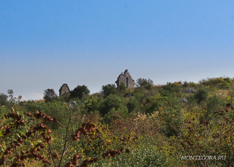 По одной из легенд, когда-то в Сваче и его окрестностях действовали 365 церквей