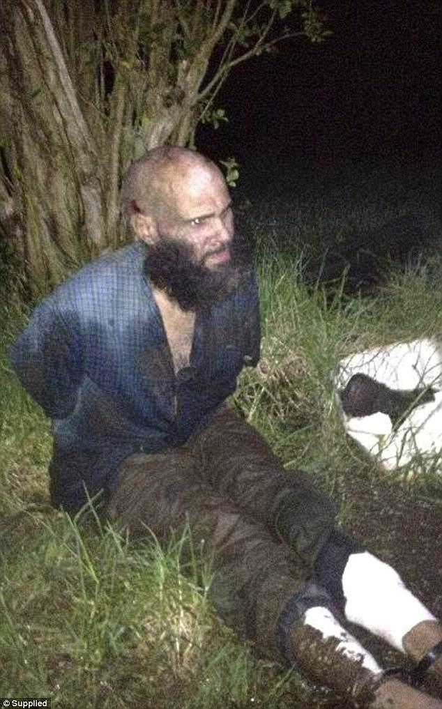 Вот как выглядел Наден к моменту своего задержания: густая борода, оборванная, грязная одежда.