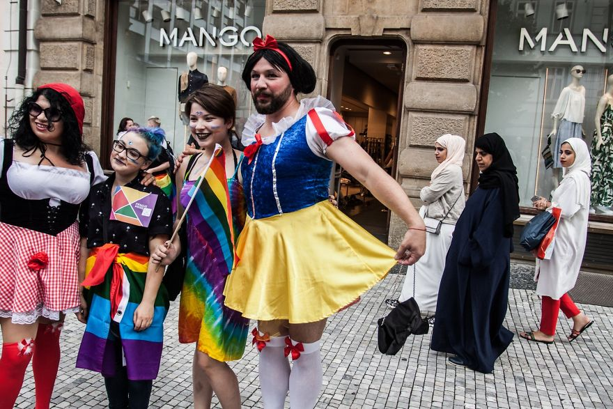 Прага и ее контрасты — ЛГБТ-сообщества и женщины в парандже. «Перед выпускными экзаменами я бросил ш