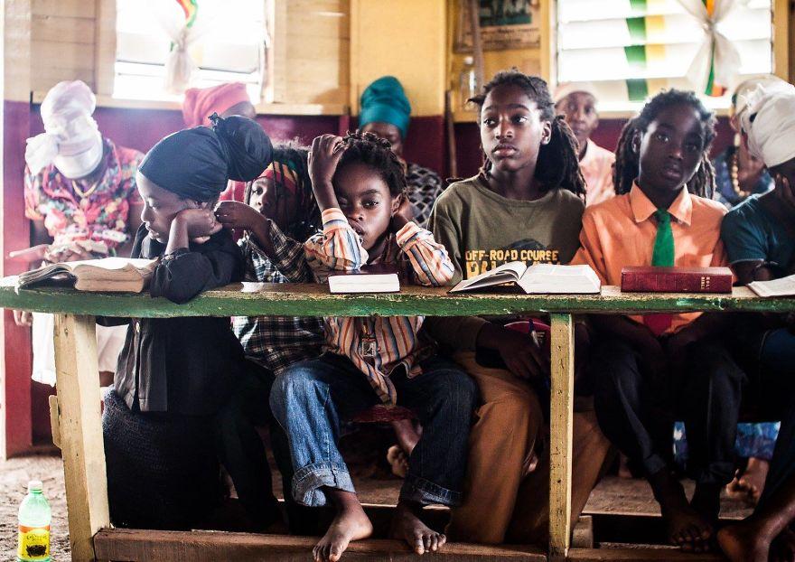 Церковь растафарианства. Дети изучают историю и философию религиозного движения.