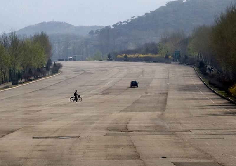 Галопом по Корее: реальная жизнь КНДР из окна автомобиля (18 фото)