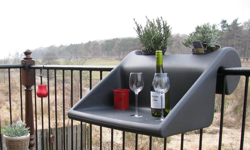 10. Мобильный столик для балкона Желательно выбирать для обустройства маленького балкона компактную