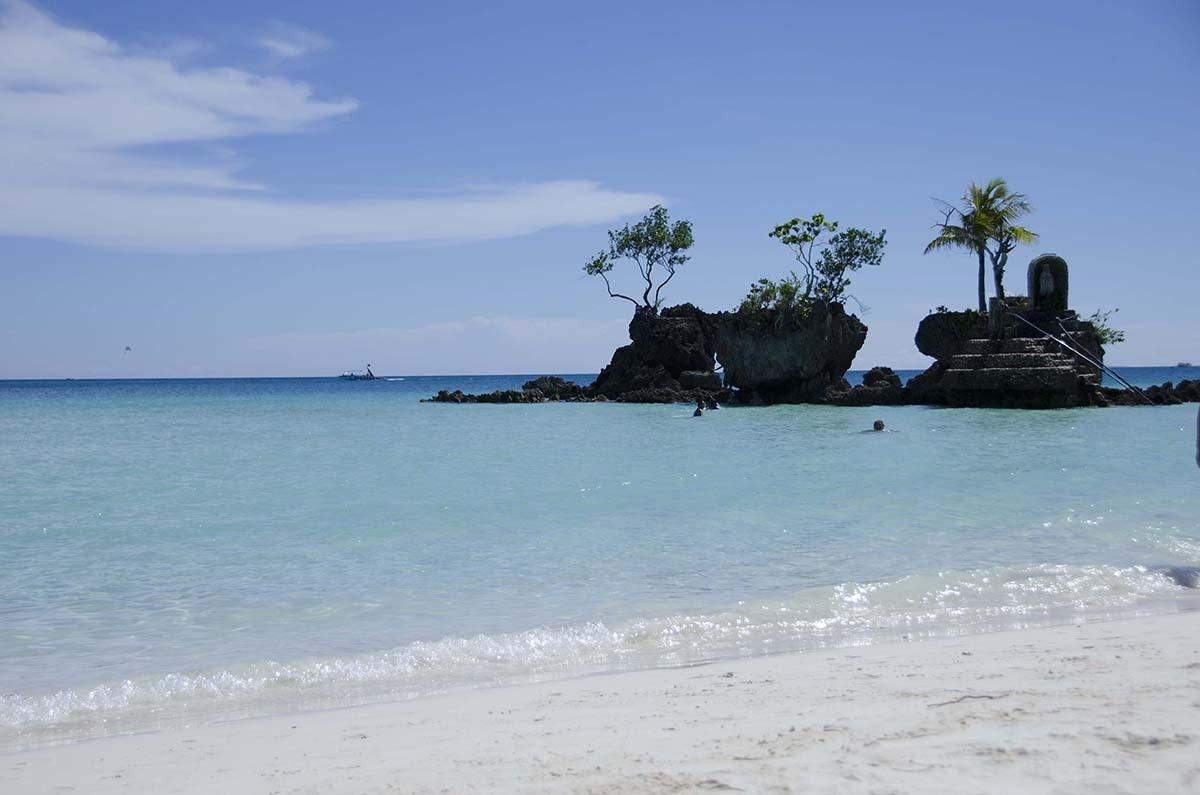 8. Этот райский крошечный островок — самое популярное место для пляжного отдыха на Филиппинах. И не
