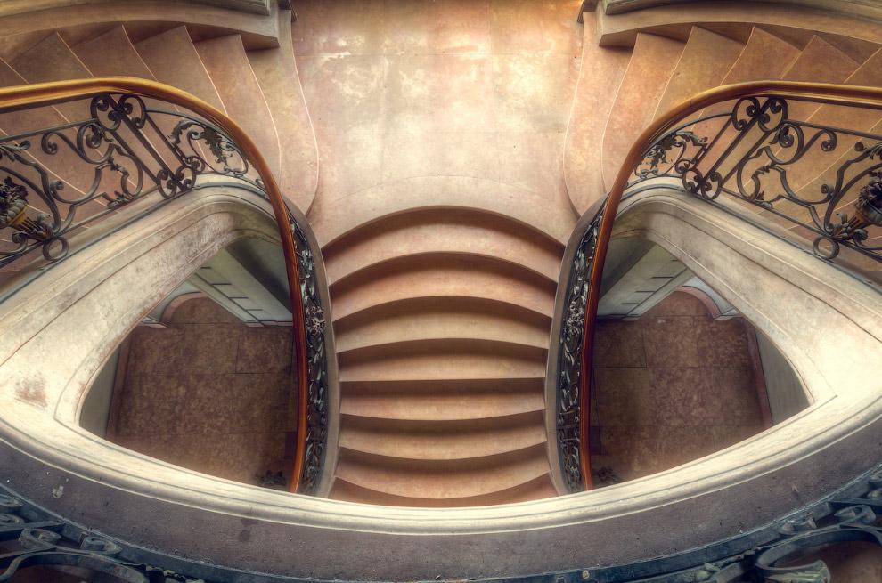 7. По большей части, эти лестницы заходятся в старых заброшенных европейских замках.