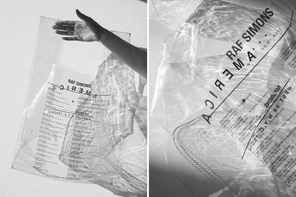 Дизайнерский пластиковый пакет-майка от Раф Симонса продается за 200 евро (4 фото)
