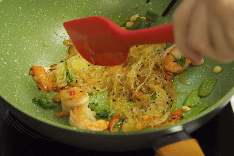Азиатский салат с креветками