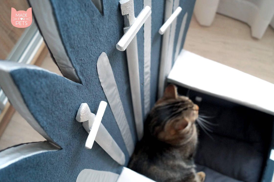 Game of Thrones – Offer the Iron Throne to your cat