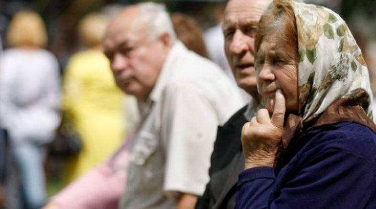 Тысячи пенсионеров ежедневно вынуждены терпеть унижения.jpg