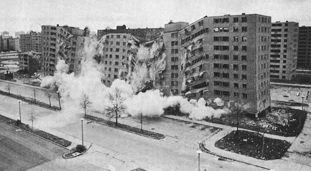 За стенами гетто: почему в США сначала появились, но быстро были уничтожены привычные нам спальные районы