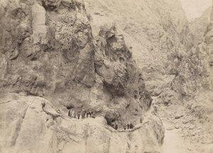 10. Карниз по реке Фандарья